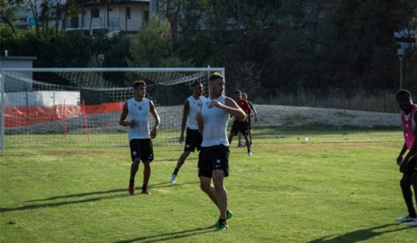 Ultimo allenamento al Picchio Village, domani la partenza per Cesena