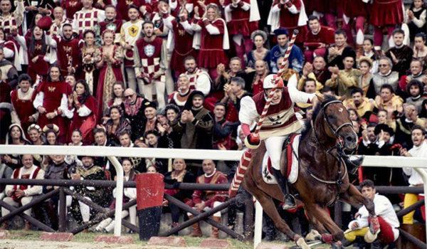 Guerra aperta tra la Piazzarola e la commissione veterinaria della Quintana