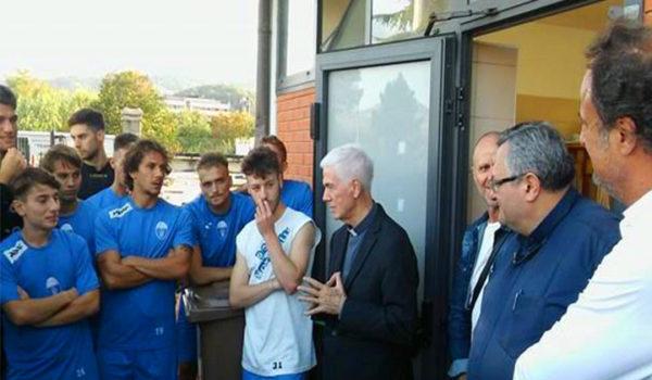 Mons. D'ercole visita la squadra del Monticelli