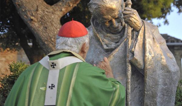 Statua di Papa Giovanni Paolo II donata dal card. Menichelli