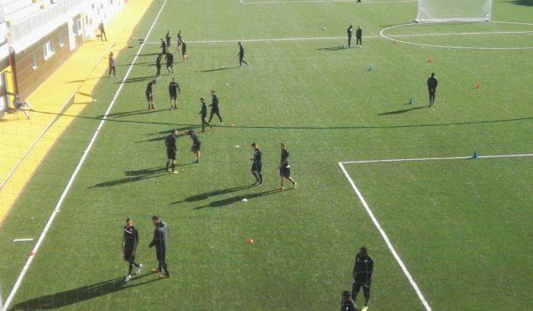 Tifosi costretti ad abbandonare il Picchio Village durante l'allenamento