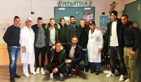 L'Ascoli Picchio in visita ai bimbi del reparto di Pediatria