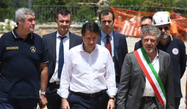 Il presidente del Consiglio Conte ieri in visita ad Arquata