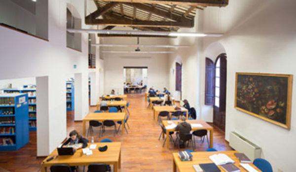 La Biblioteca comunale Gabrielli resta aperta anche d'estate