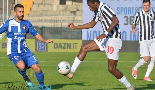 """Ngombo: """"In Italia la tattica è fondamentale, l'attaccante non deve fare solo gol"""""""