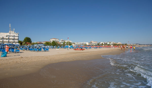 Fase 2: tornano le passeggiate in spiaggia.